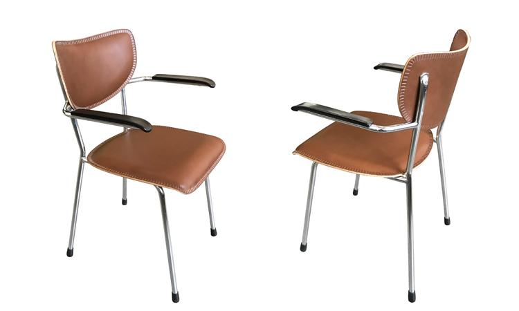 Project serie stoelen bekleed met tuigleer